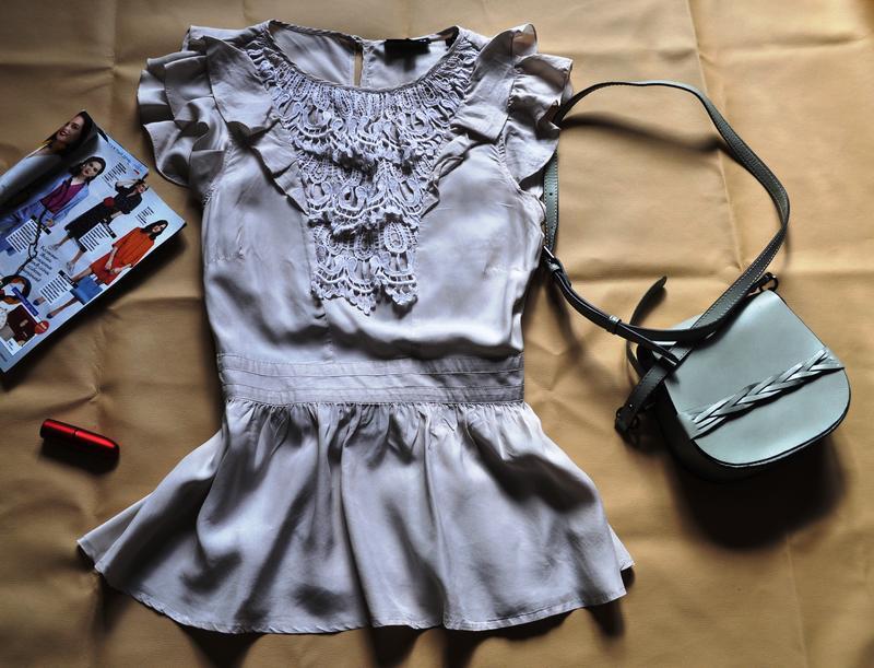 Шёлковая стильная блуза с кружевом