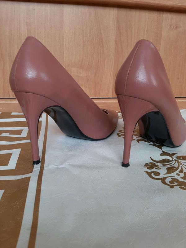 Пудровые туфли лодочки на шпильке - Фото 3