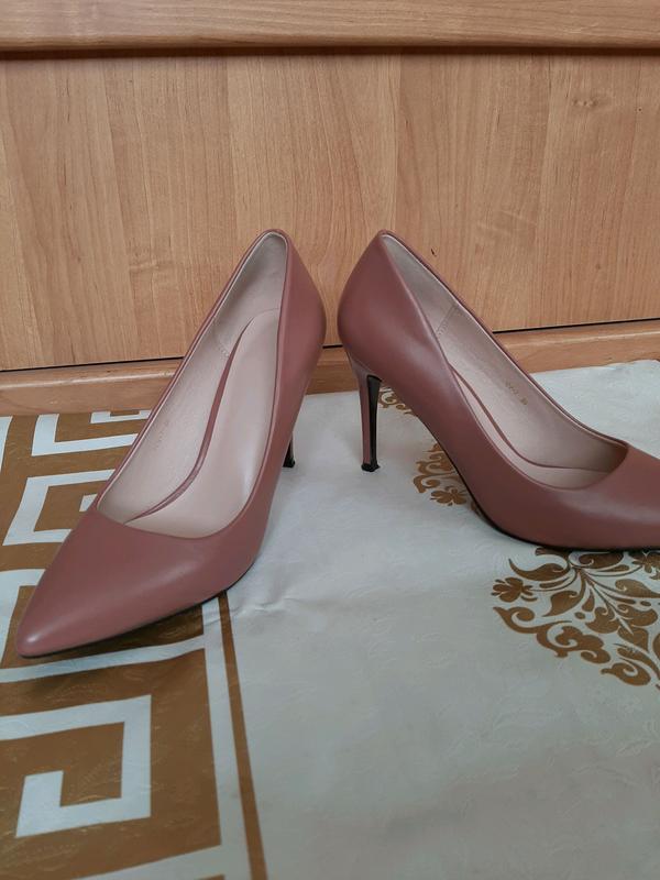 Пудровые туфли лодочки на шпильке - Фото 4