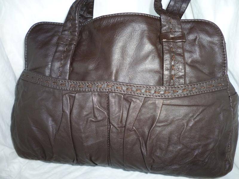 Стильная вместительная сумка натуральная кожа john rocha