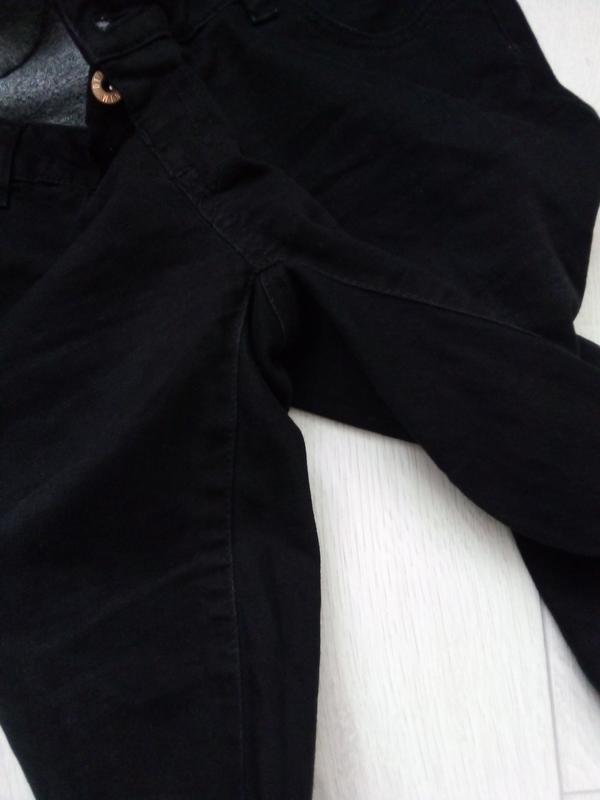 Стильные рваные джинсы для будущих мам - Фото 3