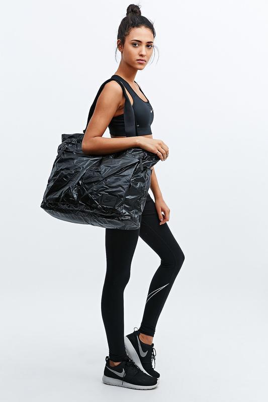 Вместительная черная сумка-тоут nike