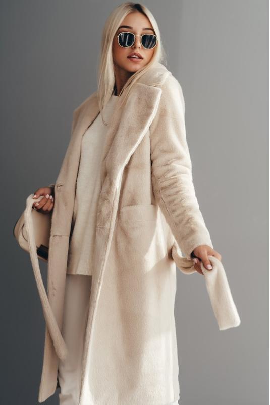 Длинное двубортное пальто из эко меха норка  зимнее с утеплите...