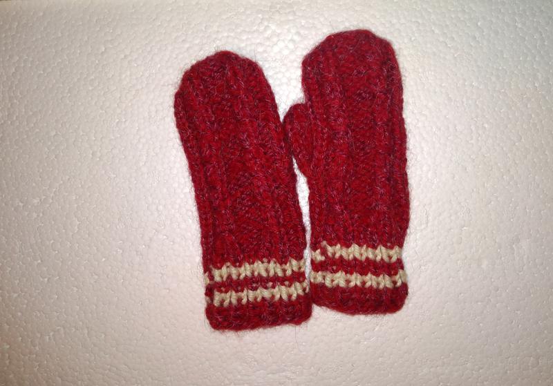 Теплые вязаные рукавицы варежки красные детские на 1 год шерст...
