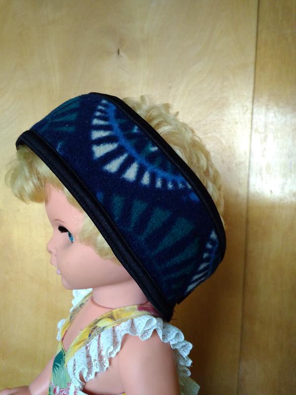 Теплая мягкая флисовая повязка на голову темно синяя с принтом...