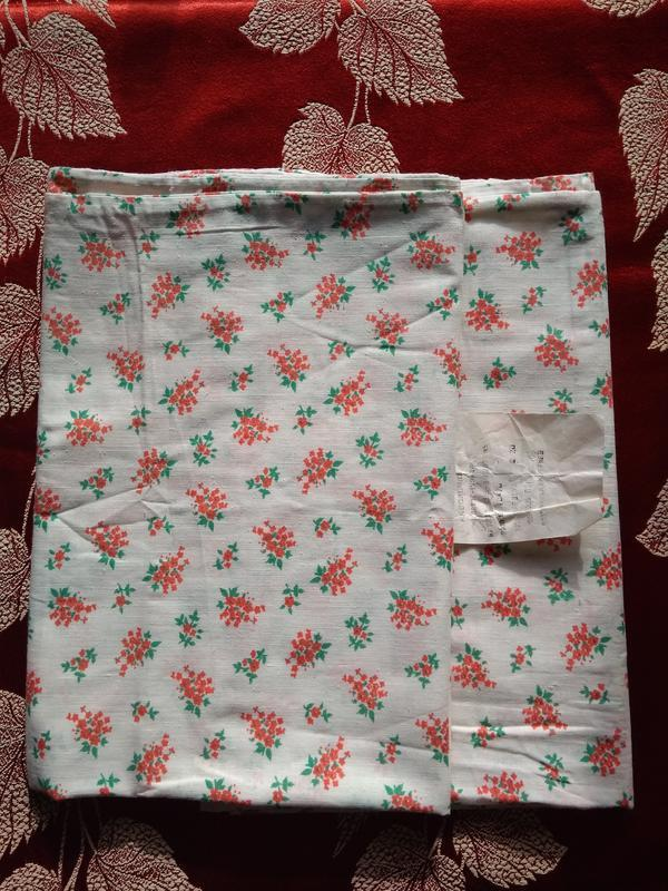 2 наволочки 70х70 см белые в красных цветочках с подворотом хл...