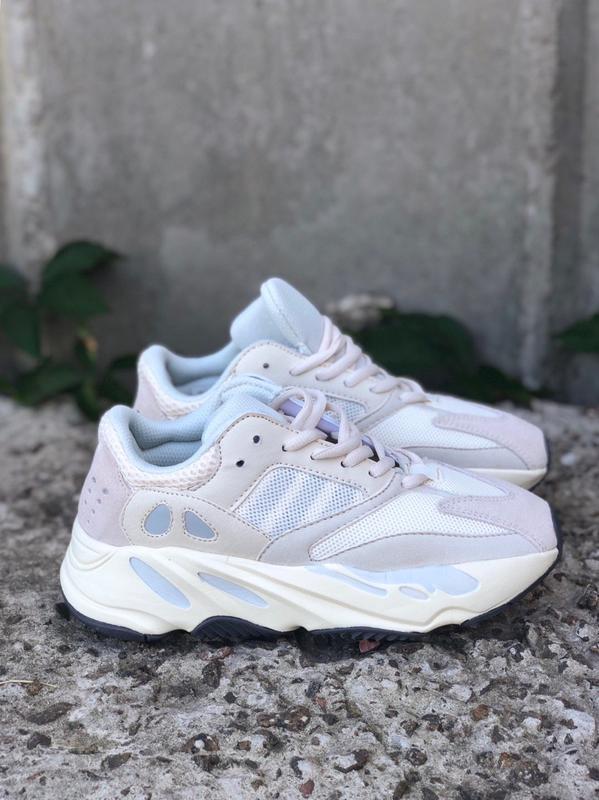 Adidas yeezy 700 white beige. женские кроссовки адидас изи.