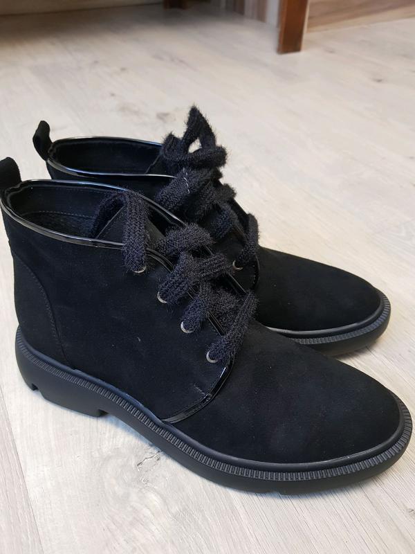 Взуття жіноче замшеве на байці
