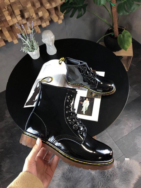 Шикарные женские зимние ботинки dr. martens 1460 black lacquer...
