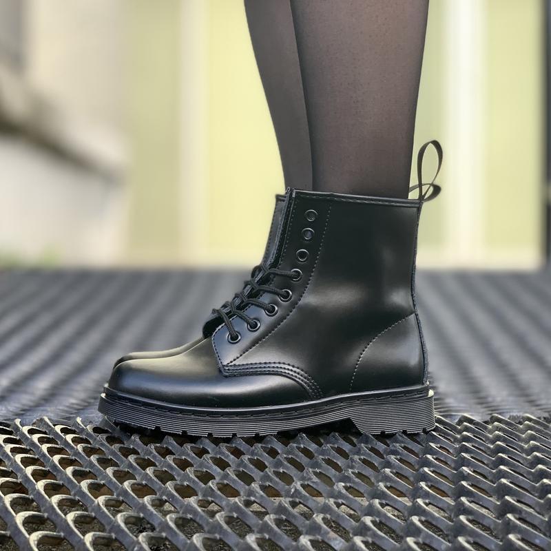 Шикарные кожаные ботинки dr. martens 1460 mono black унисекс 😍...