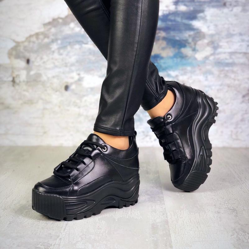 ❤невероятные женские черные кожаные кроссовки на высокой подош...
