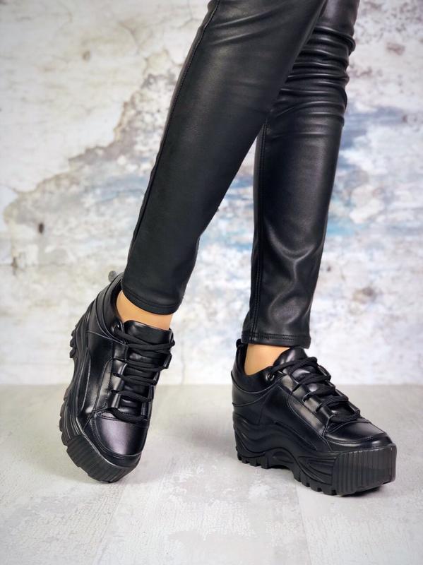 ❤невероятные женские черные кожаные кроссовки на высокой подош... - Фото 3