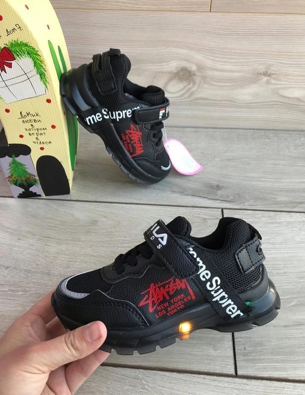 Замечательные кроссовочки с led подошвой