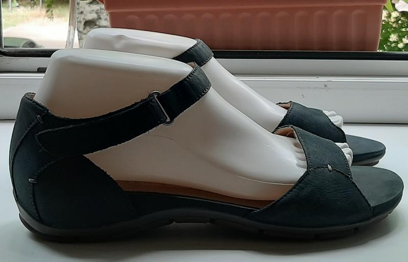 Фирменные кожаные босоножки clarks(original).