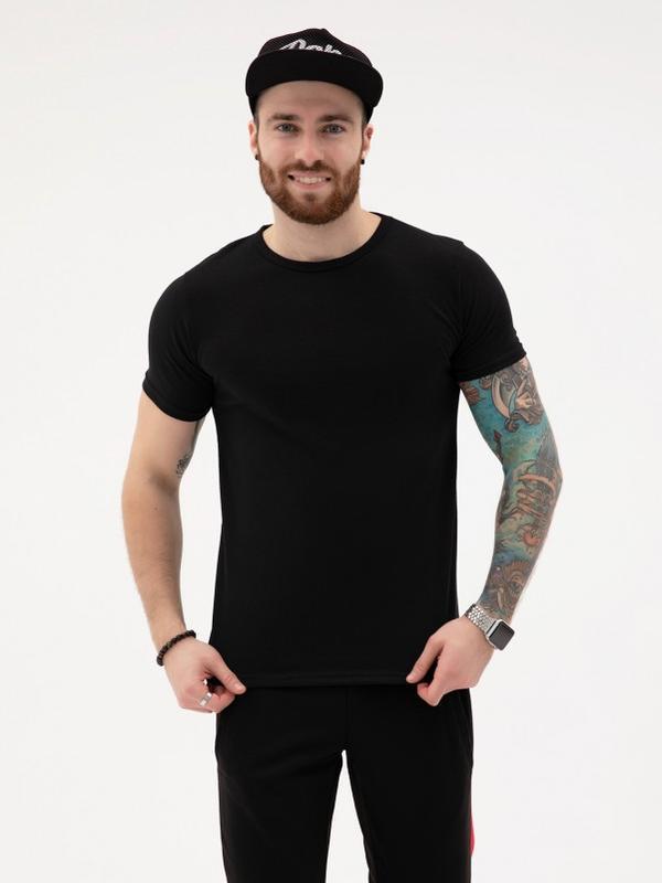 Черная хлопковая однотонная футболка