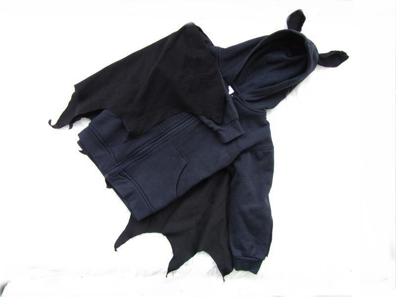 Стильная кофта реглан с капюшоном и плащом бэтмен