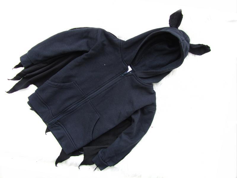 Стильная кофта реглан с капюшоном и плащом бэтмен - Фото 3