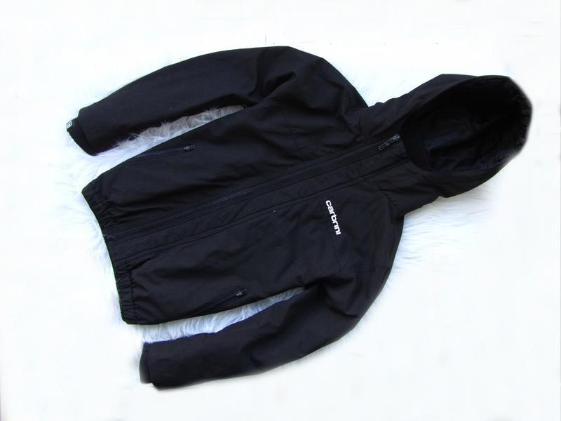 Стильная куртка ветровка с капюшоном carbrini