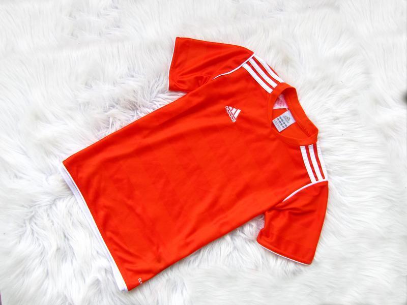Стильная футболка adidas