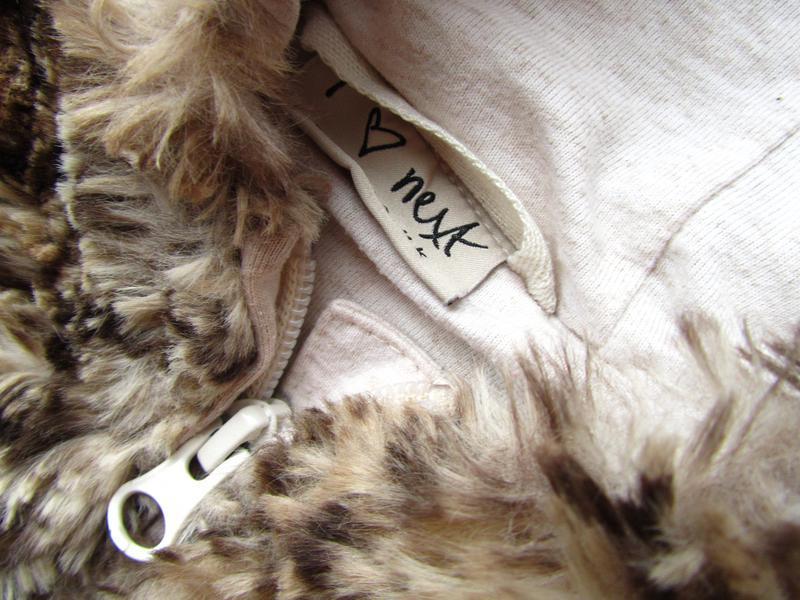 Теплая жилетка с капюшоном и ушками из искусственного меха   next - Фото 2
