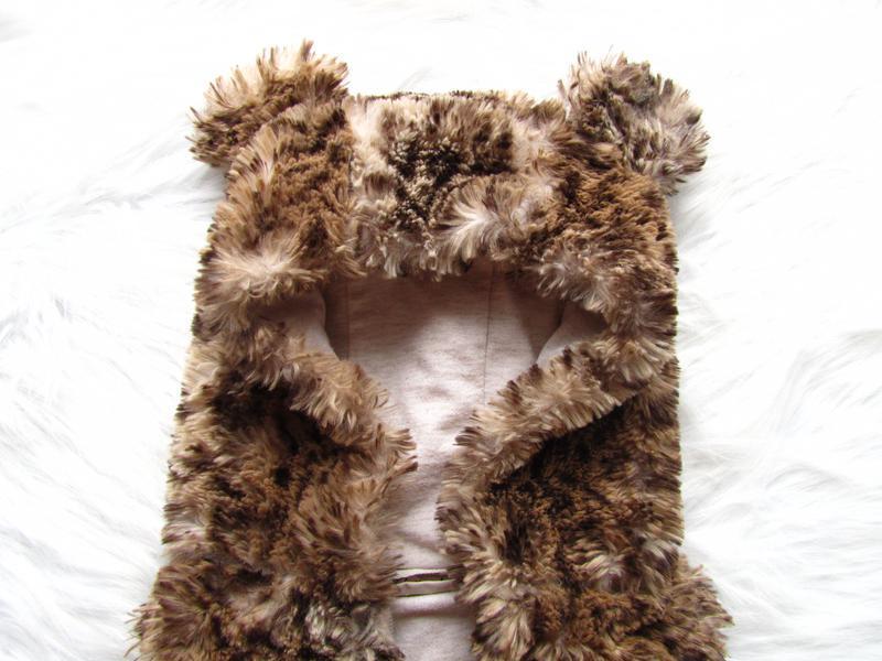 Теплая жилетка с капюшоном и ушками из искусственного меха   next - Фото 3