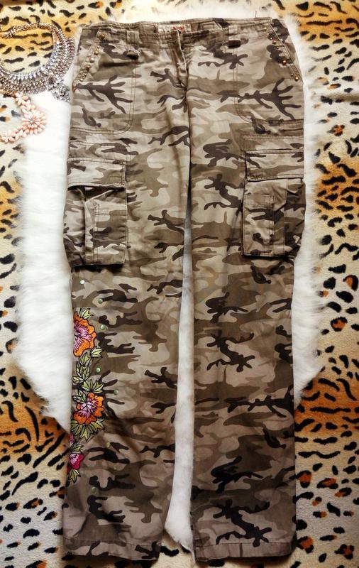 Штаны хаки с вышивкой цветы пришитые брюки с карманами замками...