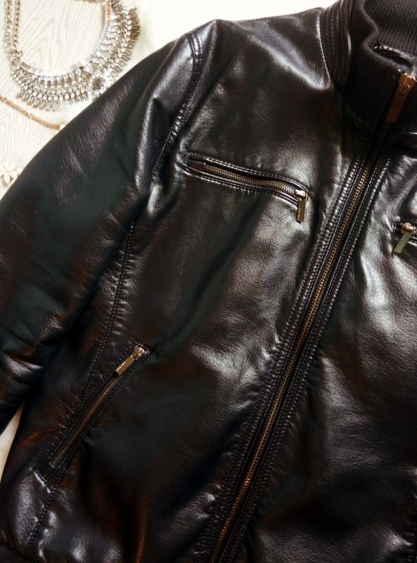 Утепленная синяя мужская куртка кожанка с манжетами zara косух... - Фото 2
