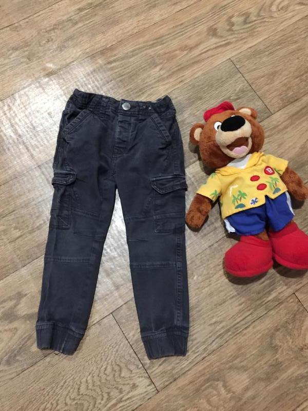 Стильные серые джинсы-6 карманов, для модных деток!на 3 года