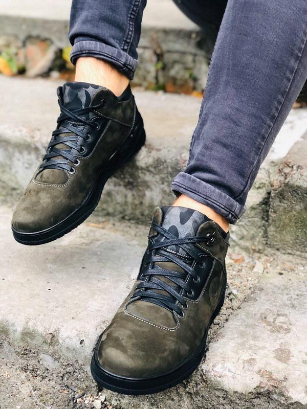Мужские зимние ботинки из нубука оливкового цвета