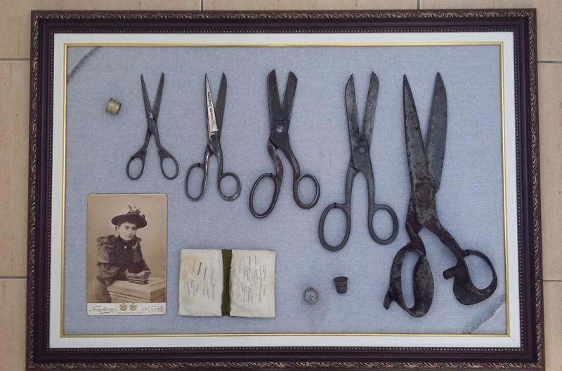 Картина коллаж  ножницы наперстки игольница фото раритет