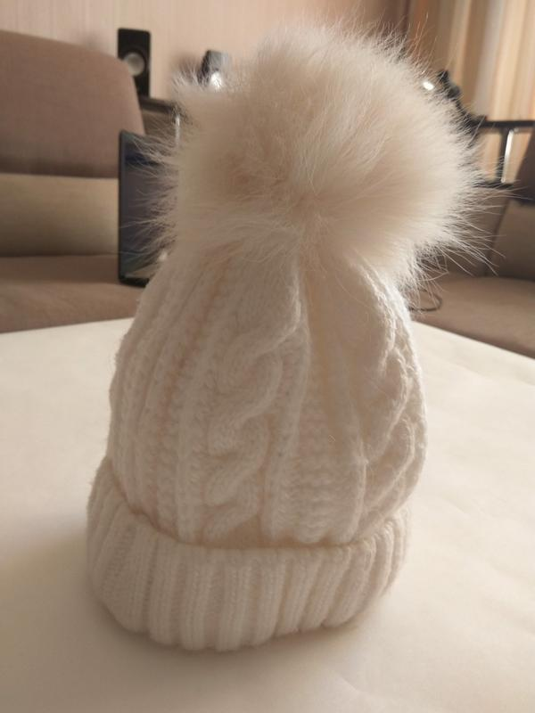 Зимняя шапка с бубоном из песца