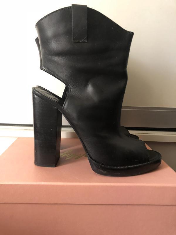 Модные черные кожаные батильоны zara!