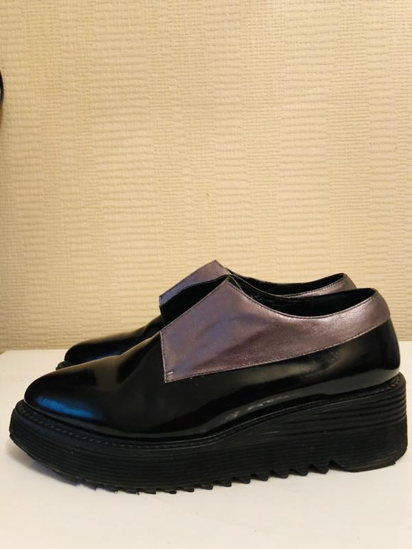Модные кожаные ботинки на толстой подошве attizzare!