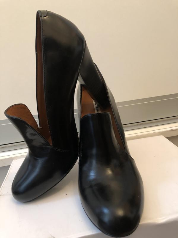 Стильные черные кожаные туфли на устойчивом каблуке!