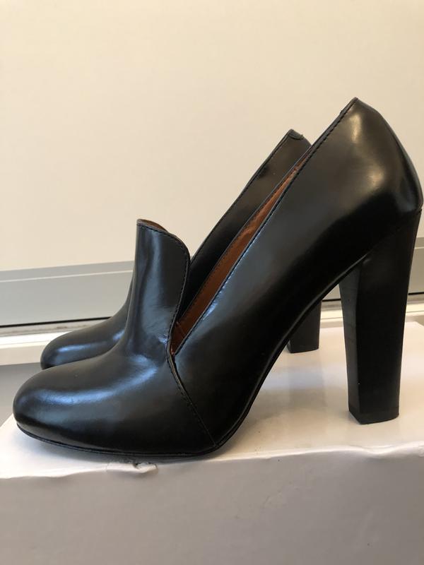 Модные черные кожаные туфли!