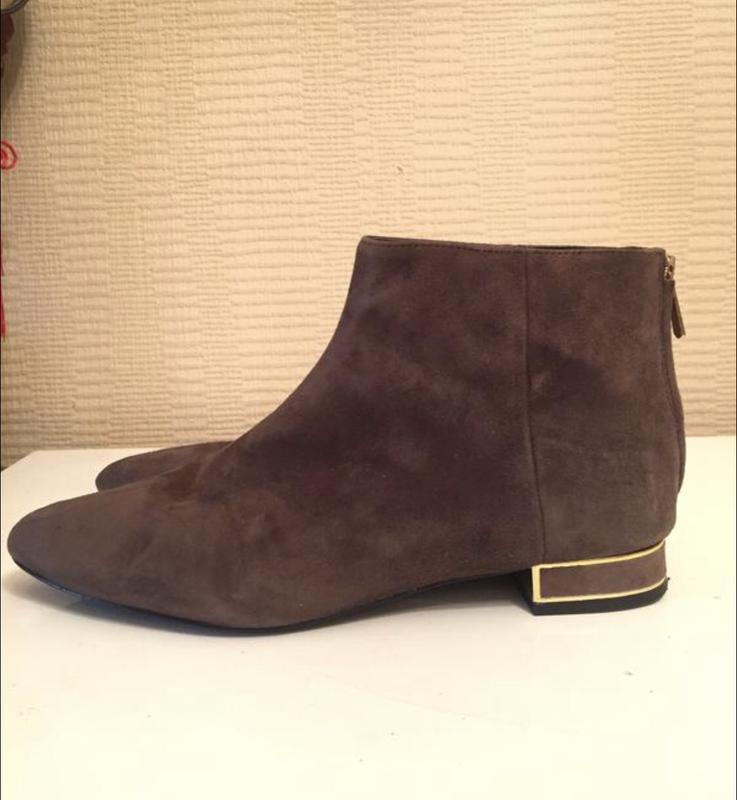 Серые замшевые ботинки на молнии zara!