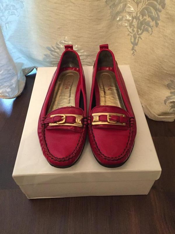 Красные туфли лаковые prada!