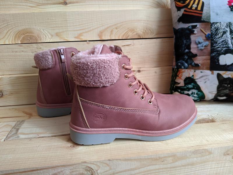 Пудровые зимние женские ботинки