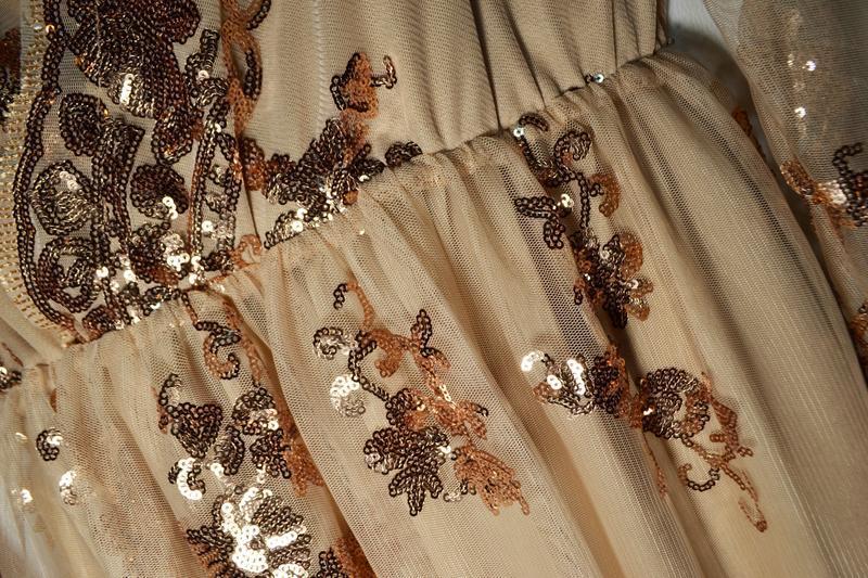 Роскошное платье в золотых пайетках - Фото 6