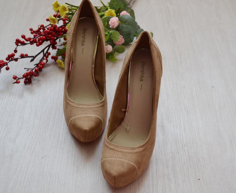 Туфельки на высоком каблуке bershka