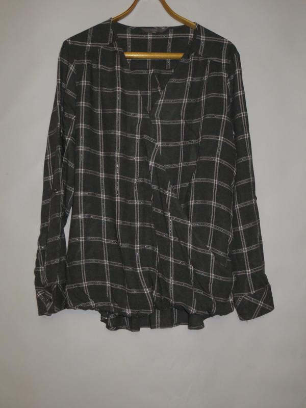Интересная блуза-рубашка в клеточку спереди на запах р.20