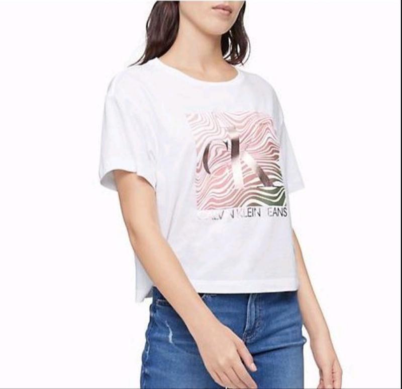 Женская белая укороченная футболка calvin klein