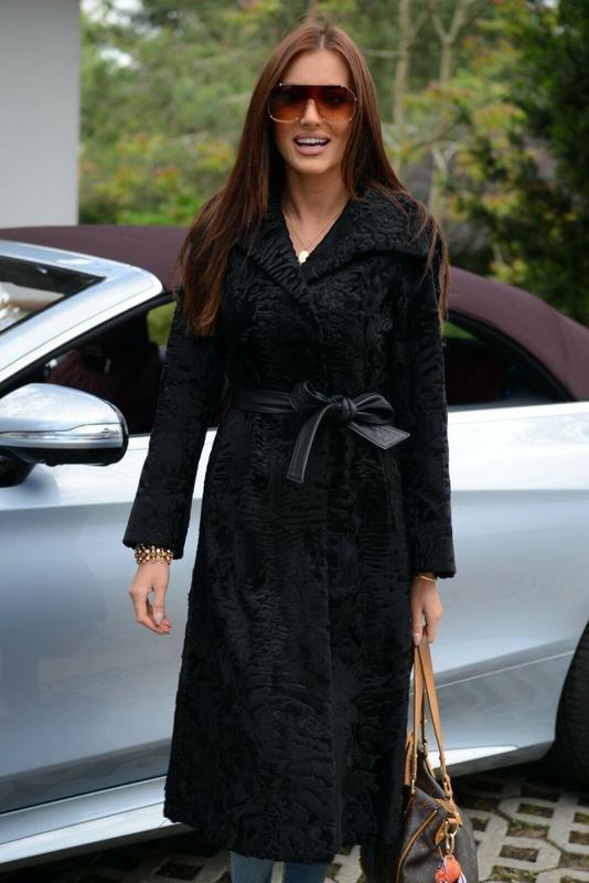 Стильное шикарное пальто шуба из аукционной персидской каракул...