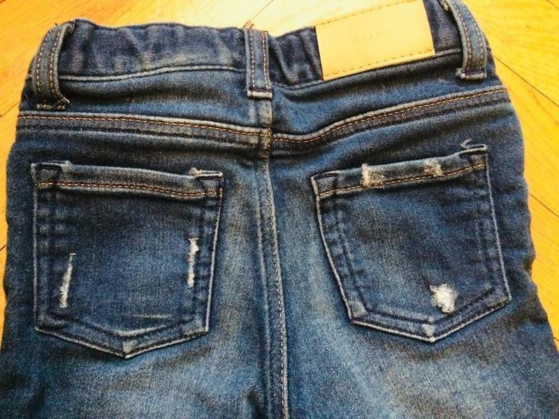 Рваные джинсы для маленьких от h&m - Фото 4
