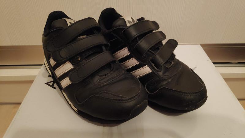 Продам кроссовки adidas 29р 19см стелька