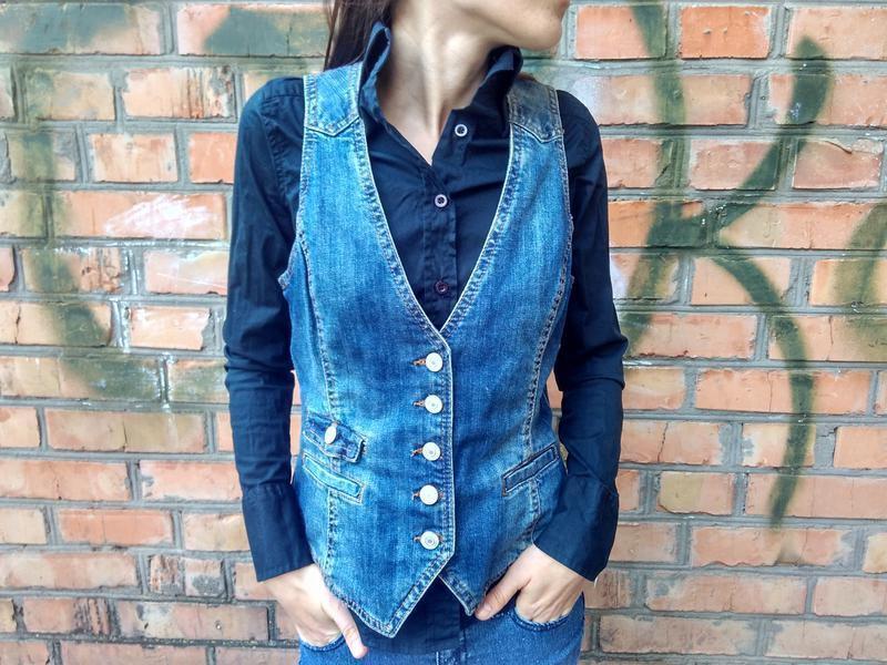 Крутая джинсовая жилетка от h&m