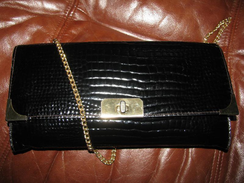 Стильная сумка  клатч из натуральной кожи лак
