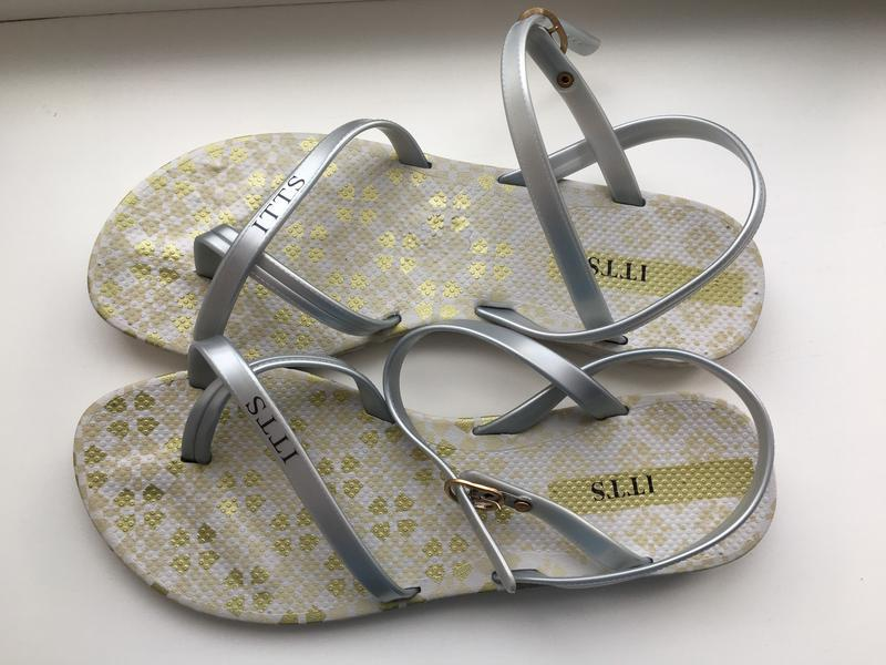 Серебристые силиконовые босоножки itts размер 39