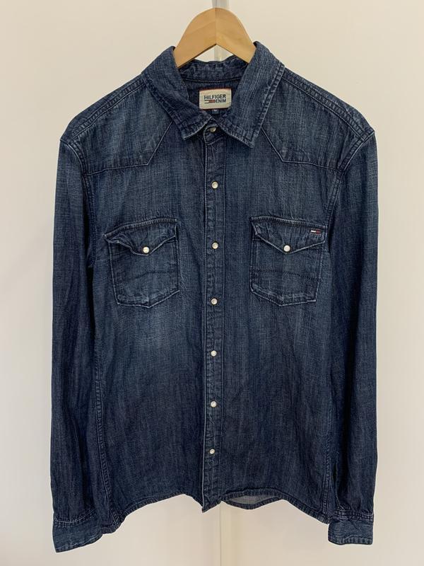 Сорочка джинсовая рубашка мужская от бренда tommy hilfiger