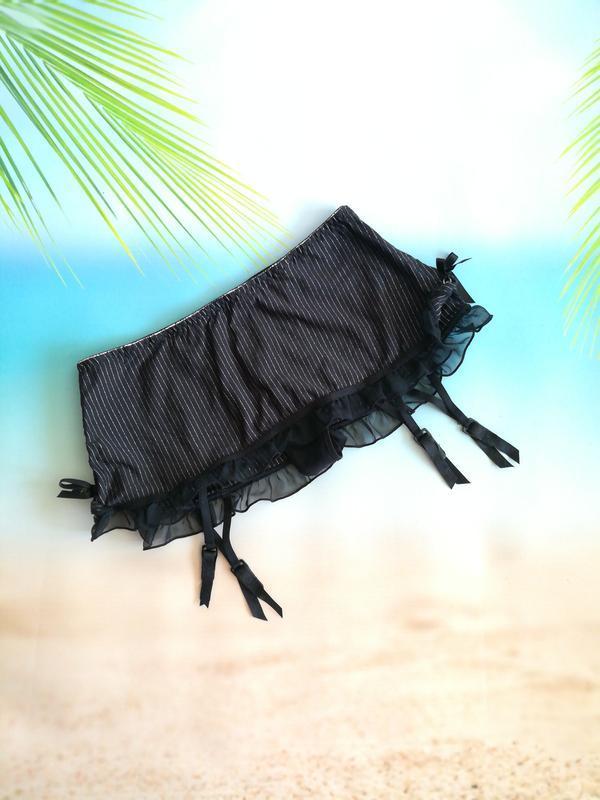 Сексуальные трусики стринги и юбочка-пояс для чулок